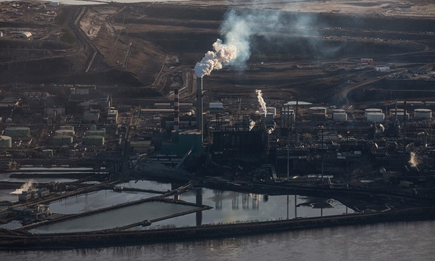 The Syncrude tar sands site near Fort McMurray in Northern Alberta. Photograph: David Levene/David Levene