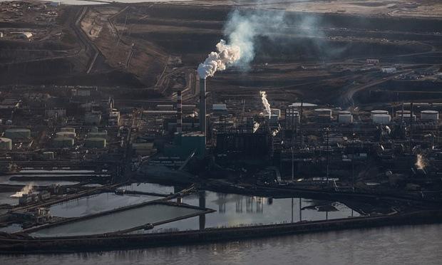 The Syncrude tar sands site near Fort McMurray in Northern Alberta. Photograph: David Levene/David Levene